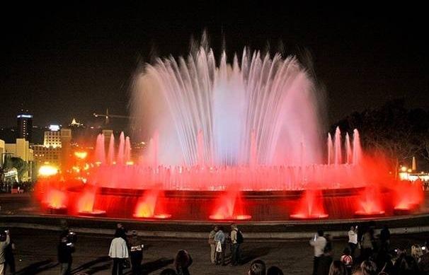 Поразительные фонтаны Барселоны
